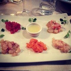 Photo taken at Globe Restaurant & Lounge Bar by Fabio M. on 11/24/2012