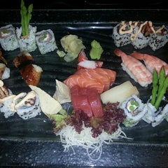 Photo taken at Manga Sushi مانجا سوشي by Ted P. on 5/8/2013
