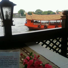 Photo taken at แว่นฟ้าราชวงษ์ (Wan Fah Restaurant) by Иосиф П. on 5/6/2013