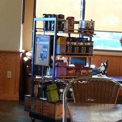 Photo taken at The Coffee Bean & Tea Leaf® by Milan M. on 10/31/2012