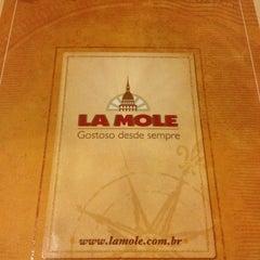 Foto tirada no(a) La Mole por Thomaz G. em 11/15/2012