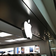 Photo taken at Apple Store, Carrefour Laval by Sev M. on 3/17/2013