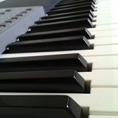 Photo taken at Escuela De Musica Enarmonia by Hugo G. on 9/24/2012