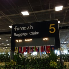 Photo taken at Baggage Claim 5 by Numchawan on 6/4/2014