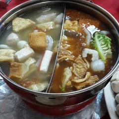 Photo taken at Restaurant Ho Ho Steamboat (好好海鲜火锅之家) by Calvin P. on 8/22/2014