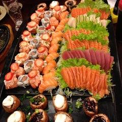 Photo taken at Sushi da Moka by Rafael R. on 6/20/2013