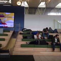 Photo taken at Lounge 4 by Roberto C. on 7/27/2015