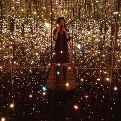 Das Foto wurde bei Whitney Museum of American Art von Cheryl M. am 9/28/2012 aufgenommen