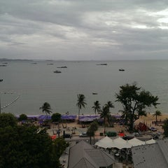 Photo taken at Pattaya Discovery Beach Hotel (D-Beach) by Touch L. on 6/22/2013