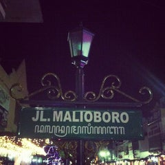 Photo taken at Mal Malioboro by Rhozie M. on 3/22/2013