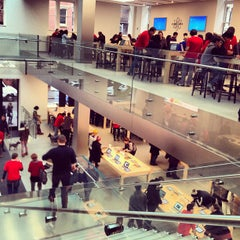 Photo taken at Apple Store, SoHo by Lena Yujung L. on 12/17/2012