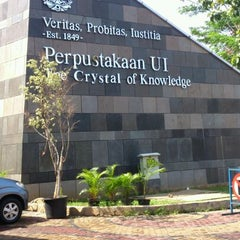 Photo taken at Perpustakaan Universitas Indonesia - Crystal of Knowledge by Ira S. on 10/23/2012