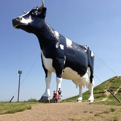Photo taken at Salem Sue - World's Largest Holstein Cow by Robb W. on 7/3/2013