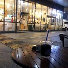 Photo taken at EDIYA COFFEE by 재희Jay 홍. on 10/23/2013