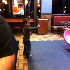 Photo taken at McDonald's by Roxana D. on 4/26/2014