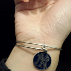 Photo taken at ALEX AND ANI Newport by Maggie L. on 8/31/2013