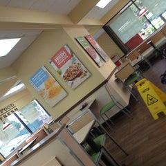 Photo taken at Del Taco by Paratwiter C. on 6/2/2013