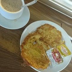 Photo taken at Cafetería Santander by Constanza M. on 8/26/2014