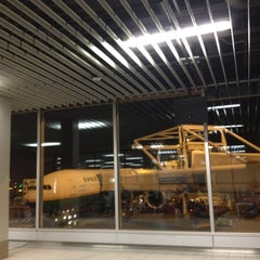 Photo taken at Gate E20 by Nueng M. on 12/15/2012