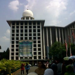 Photo taken at Masjid Istiqlal by Nico Y. on 8/10/2013
