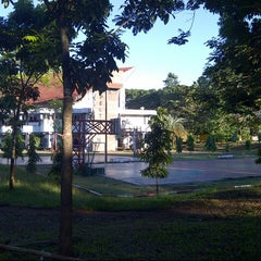 Photo taken at Universitas Hasanuddin by Gabryela on 5/27/2013