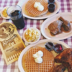 Photo taken at Roscoe's House of Chicken and Waffles by sayumi on 3/25/2015
