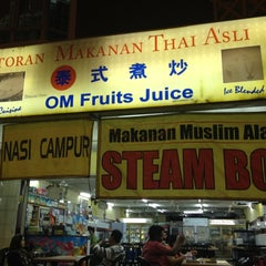 Photo taken at Restoran Makanan Thai Asli / Om Fruit Juice by Safuan dan S. on 11/4/2012