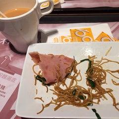 Photo taken at Café de Coral 大家樂 by Ungju L. on 10/9/2014