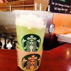 Photo taken at Starbucks by 다늬 on 4/20/2014