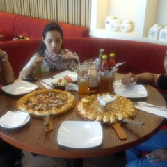 Photo taken at Pizza Hut by Andre I. on 6/24/2014