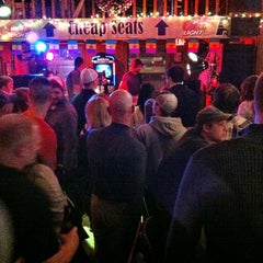 Photo taken at coach & cleater's Timeout sports bar and grill by Hero Jr on 4/28/2013