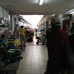 Photo taken at Mercado La Cruz by Gerardo R. on 3/30/2013