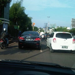 Photo taken at Jalan Raya Alternatif Cibubur (Trans Yogie) by KakaChy on 12/6/2012