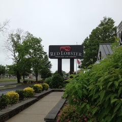 Photo taken at Red Lobster by Asha M. on 5/21/2012