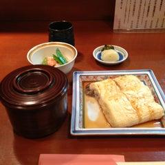 Photo taken at うなぎと和食 いとう by Tsuyoshi I. on 7/17/2013