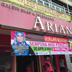 Photo taken at Ariani Boutique ( Scarf & Shawl ) by Anne R. on 5/1/2014