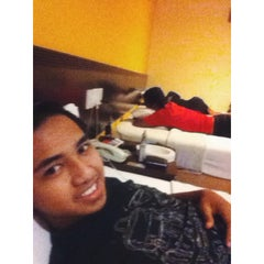 Photo taken at Grand Far East Hotel by Azrul A. on 7/28/2015