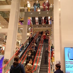 Photo taken at UNIQLO 5th Ave by Melis H. on 10/8/2012