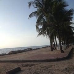 Photo taken at หาดวอนนภา (Wonnapa Beach) by Nathamon A. on 10/3/2012