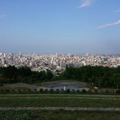 Photo taken at 旭山記念公園 by Hiroshi H. on 7/11/2013