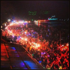Photo taken at Full Moon Party by นิก on 1/26/2013
