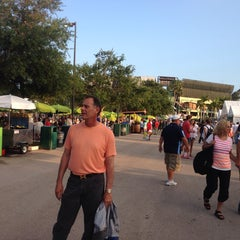 Photo taken at Grandstand Court - Sony Ericsson Open by Cindy M. on 3/22/2014