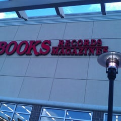 Photo taken at Half Price Books by Melissa W. on 5/18/2013