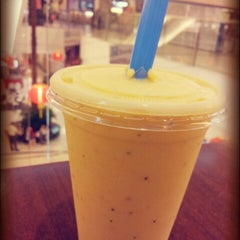 Photo taken at Bobalicious Smoothies by BoBo Y. on 2/11/2013