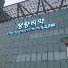 Photo taken at 청량리역 (Cheongnyangni Stn.) by 용훈 김. on 10/25/2012