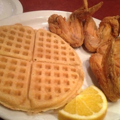 Photo taken at Gladys Knight's Signature Chicken & Waffles by Michael W. on 11/15/2012