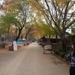 Photo taken at 한국민속촌 (Korean Folk Village) by Dian S. on 11/8/2012