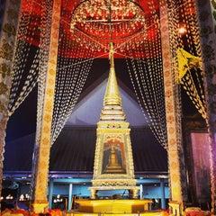 Photo taken at วัดพิชยญาติการาม (วัดพิชัยญาติ) Wat Phichaiyatikaram by Gobgap S. on 5/24/2013