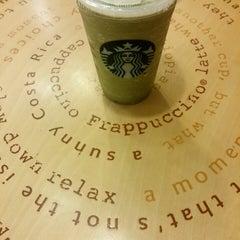 Photo taken at Starbucks (สตาร์บัคส์) by Bean T. on 10/25/2013