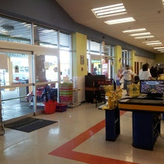 Photo taken at Supermercado Plaza Somos Guayama by Juliam M. on 3/14/2013
